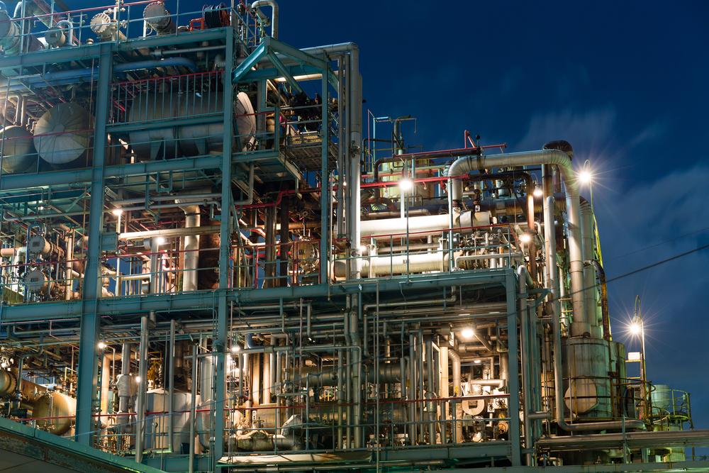 Chemieanlage in der Morgendämmerung
